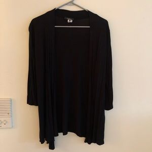 Lightweight Black 3/4 Sleeve Cardi.